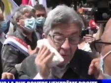 Jean-Luc Mélenchon enfariné lors d'une manifestation, il réagit