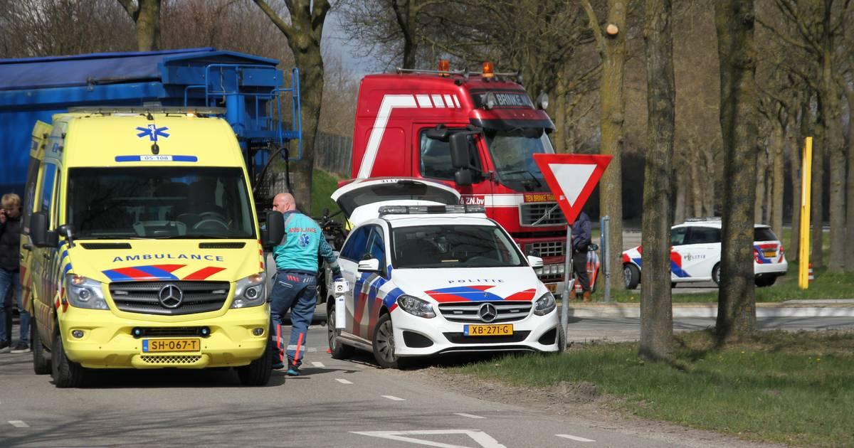 Brommerrijder met spoed naar ziekenhuis na ongeval in Markelo; traumahelikopter geannuleerd.