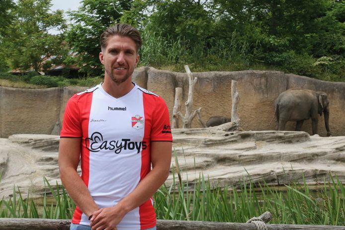 Peter van Ooijen in het shirt van FC Emmen.