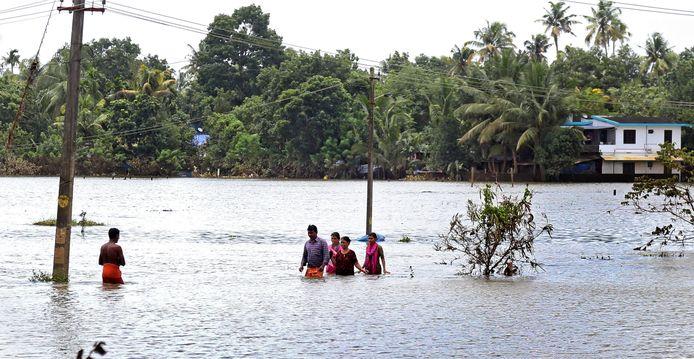 De ravage in de deelstaat in het zuidwestelijke deel van India is na overvloedige regenval compleet.