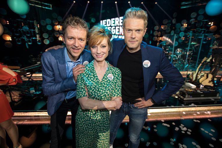 Frank Deboosere, Marleen Merckx en Maarten Vangramberen tijdens de 'Iedereen tegen Kanker'-uitzending van de VRT, op  30 April 2017. Beeld BELGA