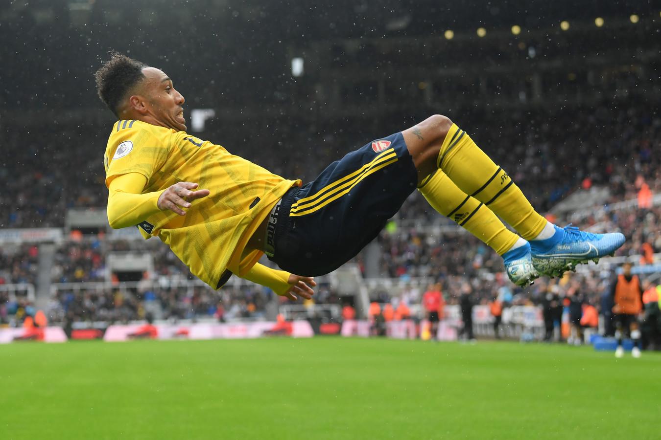 Pierre-Emerick Aubameyang vierde zijn goals met een salto.