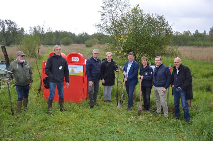 Wie zijn gebruikte frituurolie in de rode Olioboxen deponeert, steunt de aankoop van nieuw natuurgebied in de Daknamse meersen.