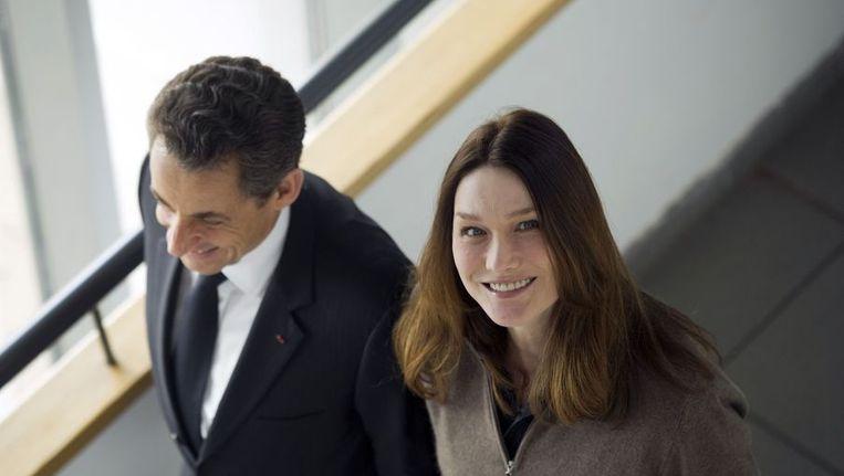 De voormalige Franse president Nicolas Sarkozy en zijn vrouw Carla Bruni Beeld AFP