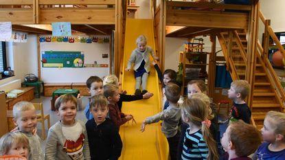 Kleuters Voorheide starten 2018 met glijbaan in de klas en nieuwe refter