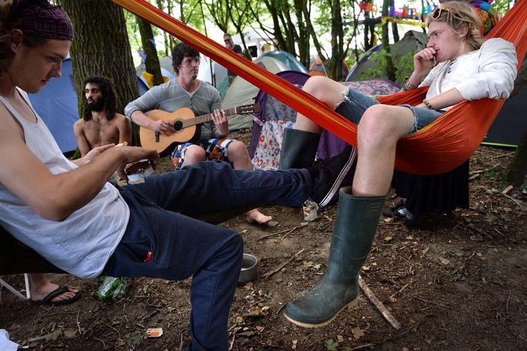 Jongeren op de camping van Lowlands. Beeld Marcel van den Bergh / de Volkskrant