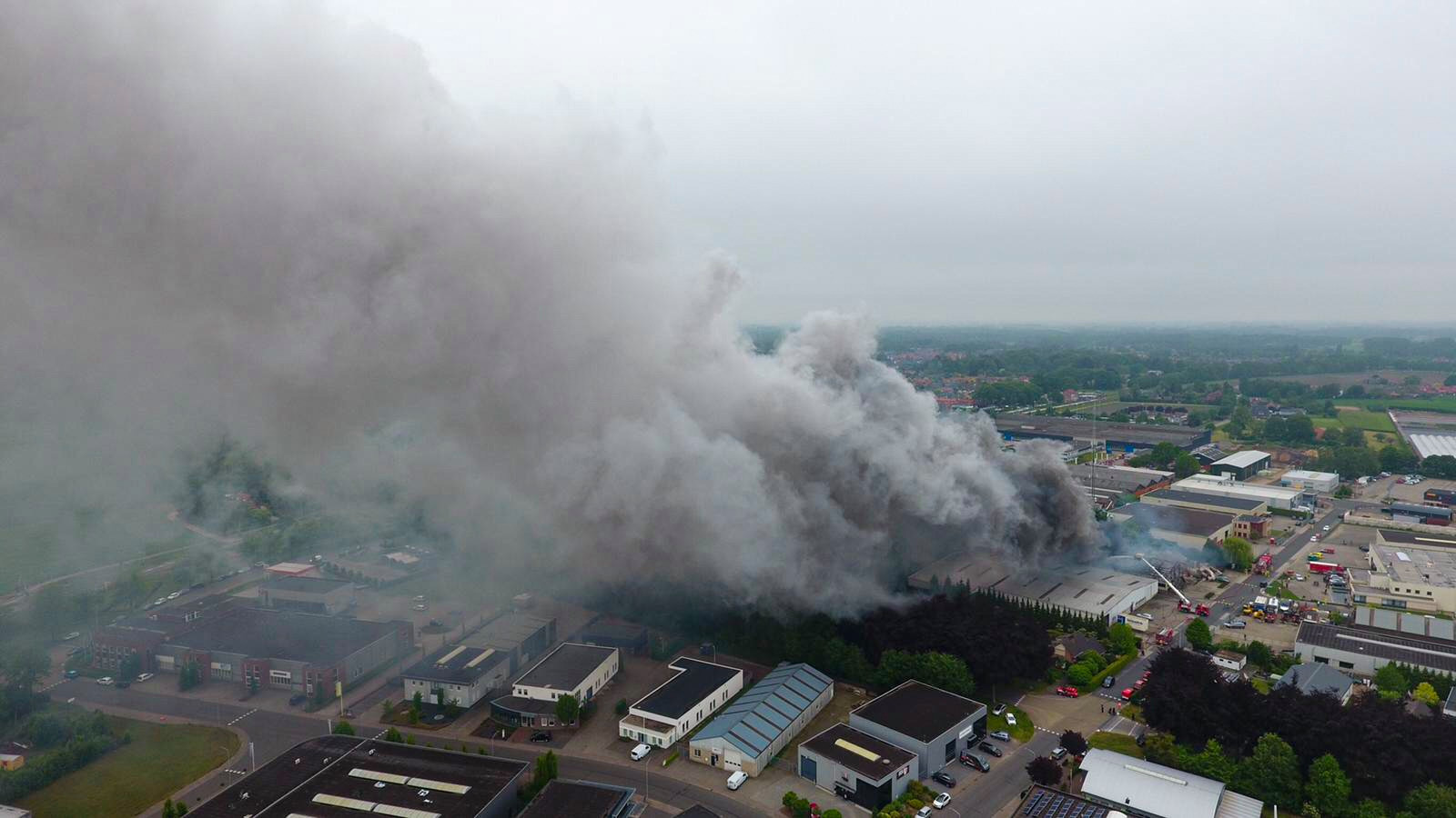 De grote brand die woedde op industrieterrein Werkveld in Vorden.