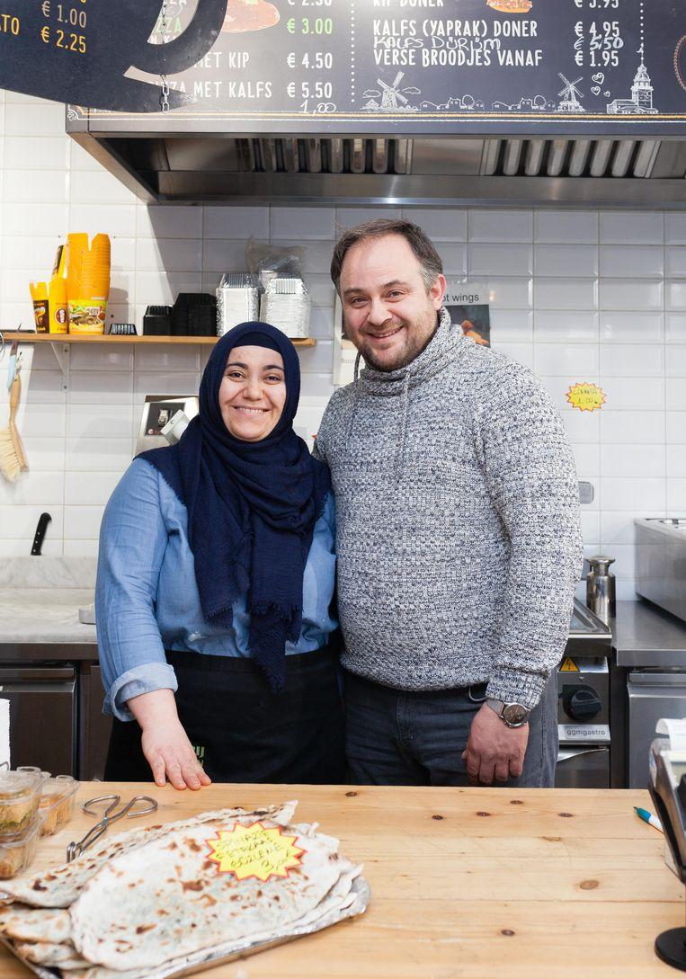 Murat Kucukaladaag en Durdane Kucukaladag van bakkerij Kara Firin. Beeld Nina Schollaardt