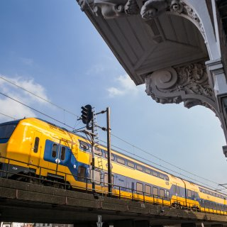 na-ontsporing-bij-den-haag-haalt-ns-dubbeldekkers-van-spoor-%E2%80%93-bijna-een-jaar-later