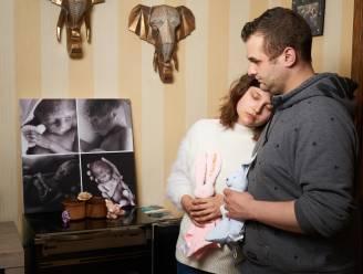 """Kimberly en Simon verloren op 10 maanden tijd dochtertje en zoontje tijdens zwangerschap: """"De volgende keer zou ik thuiskomen mét een kindje. Maar opnieuw waren we met twee"""""""