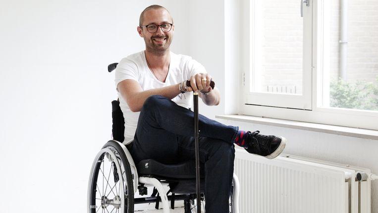 Alleen om even uit te rusten neemt Boaz Spermon zo nu en dan nog plaats in zijn rolstoel. Beeld Ernst Coppejans