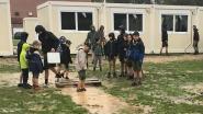 Gemeente grijpt in na klachten over jeugdlokalen, lekkende containers, grote modderpoelen en elektriciteit via generator