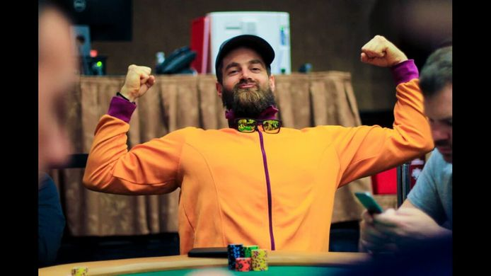 Steven heeft 1,6 miljoen dollar gewonnen.