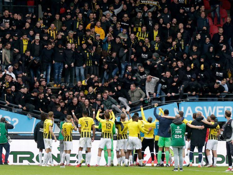 Even schrikken: volle tribune in Nijmegen stort deels in onder druk van vierende fans Vitesse