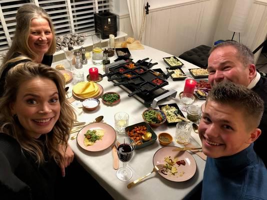 Selfie van gezin. Links Jet, Gina, Marco en Thomas.