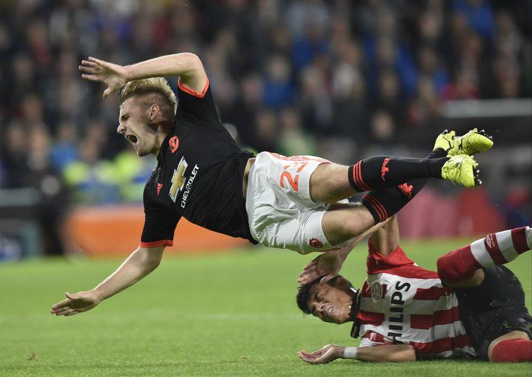 De tackle van Hector Moreno op Luke Shaw. Beeld AFP