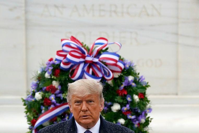 De president legde woensdag een krans in Arlington, Virginia.  Beeld AP