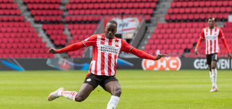 Teze krijgt bij PSV kans als rechtsback, maar maakte veel indruk als centrale man