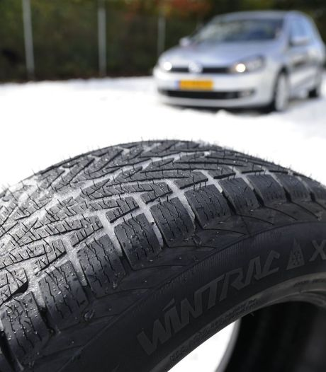 Bovag: half miljoen auto's rijdt hoog zomer nog steeds op winterbanden