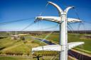De 380 kV-hoogspanningsleiding Doetinchem-Wesel op het punt waar deze de grens met Duitsland passeert. Maart 2018. Op de voorgrond de top van de eerste (enkele) Duitse mast, op de achtergrond de (dubbele) Nederlandse masten. De Nederlandse masten zijn dubbel omdat zij ook de 150 kV-verbinding voor de Achterhoek dragen.