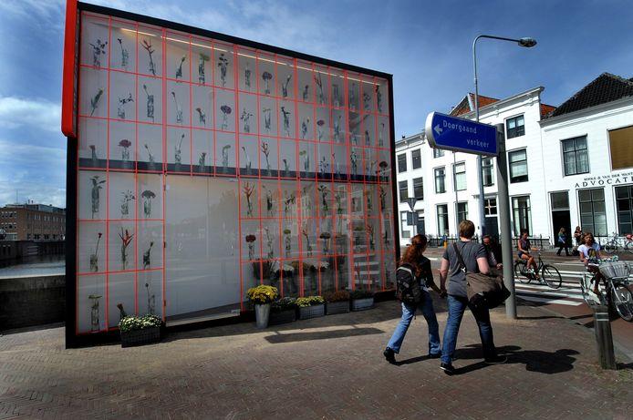 De tweedimensionale bloemenkiosk van Tobias Rehberger was in 2012 onderdeel van de eerste editie van Façade in Middelburg. De manifestatie keert, als het goed is, in 2022 terug, als onderdeel van Nieuw Zeeuws Peil.