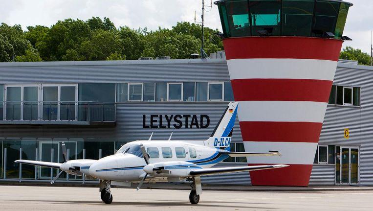Op Lelystad Airport moeten volgend jaar zo'n 60.000 'kleine' vluchten verdwijnen. Beeld anp