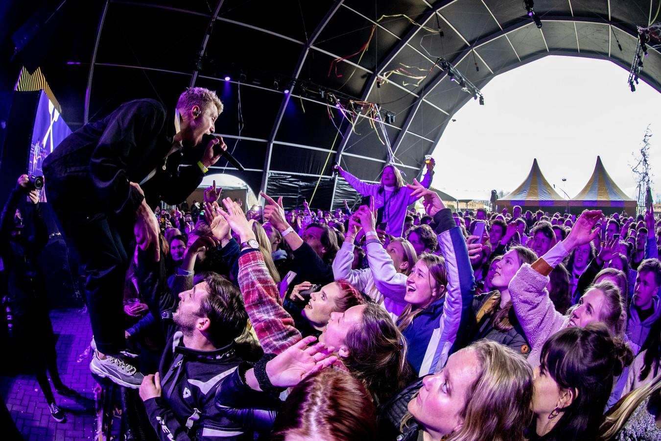 Het popfestival Back To Live op het evenemententerrein van Walibi Holland in Biddinghuizen. Het event viel onder een reeks van proefevenementen waarbij Fieldlab onderzoekt hoe grote evenementen veilig kunnen plaatsvinden in coronatijd.