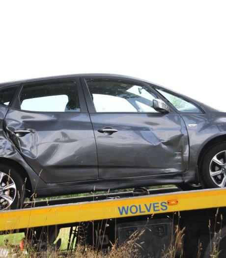 Gewonde bij ongeluk met twee auto's op kruising bij Wierden