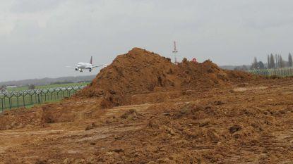 Luchthaven start bouw spottersplatformen