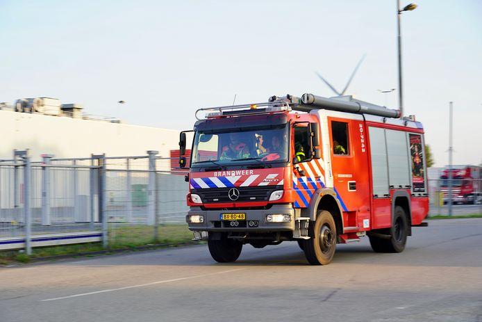 In een glasfabriek in Dongen is maandagavond rond 18.30 uur brand uitgebroken.