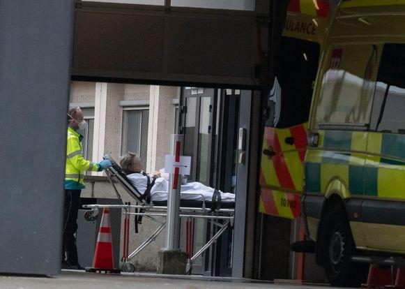 Alle patiënten die nu binnengebracht worden in het UZ Brussel ondergaan een CT-scan van de longen.