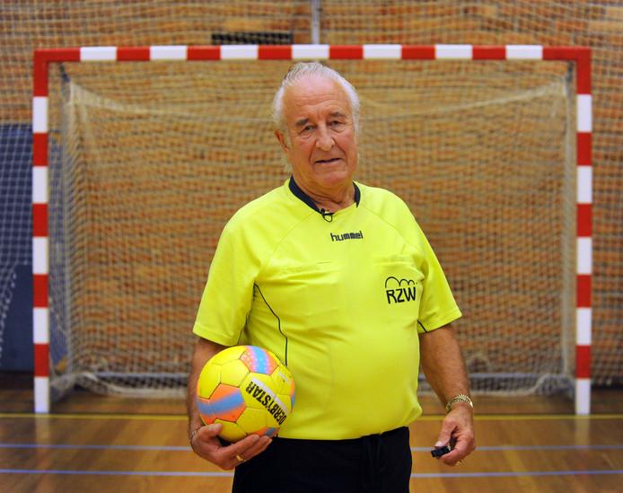 Karel Bömer stopt als scheidsrechter.