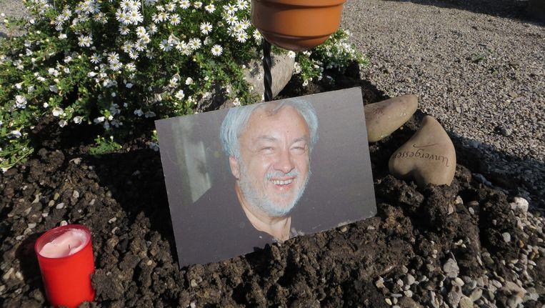 Na opgegraven te worden werd het lichaam van Sigfried Fink opnieuw begraven Beeld Anneke Stoffelen