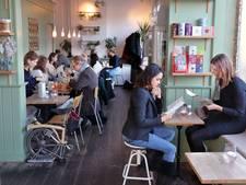 Lunchroom steeds meer in trek, het bruine café steeds minder