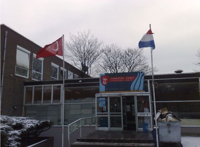 De Türkiyem Moskee Arnhem aan de Maaslaan in Arnhem.