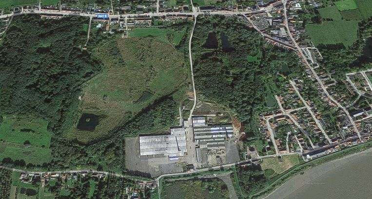 Steendorp vanuit de lucht, met centraal de oude steenbakkerij, die wacht op een nieuwe invulling.