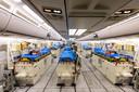 Het interieur van een Airbus A-310 'Medivac', waarmee patiënten vanuit het zwaar getroffen Noord-Italië naar Noordrijn-Westfalen werden vervoerd.