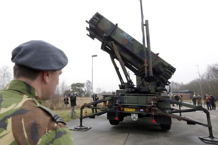 Er is onder meer een Patriot lanceerinstelling te zien tijdens de plechtigheid die de Luitenant-Generaal Bestkazerne op dinsdag 5 november houdt in Helmond.