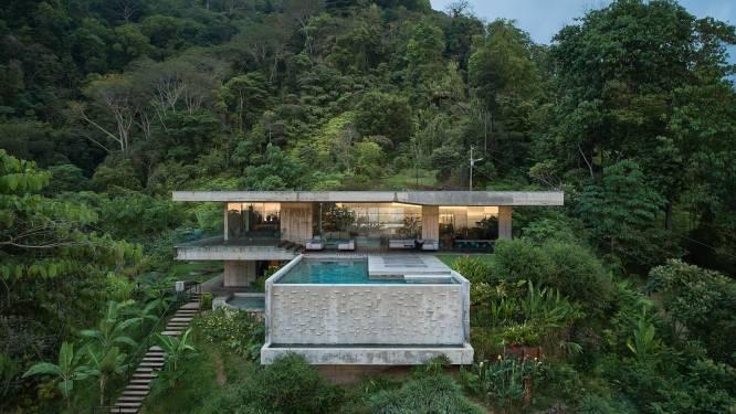 In deze luxevilla zit de slaapkamer in een glazen box om overal zicht op de verbluffende natuur te hebben