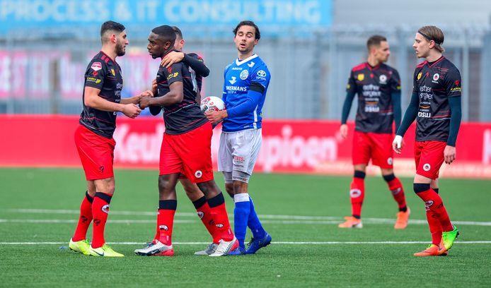 Ahmad Mendes Moreira liep van het veld nadat er racistische uitlatingen werden gedaan vanaf de tribune.