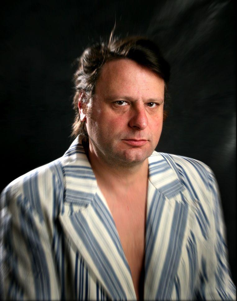 Luc De Vos is zanger van Gorki, en heeft met 'Paddenkoppenland' een nieuwe roman uit. Beeld PHOTO_NEWS