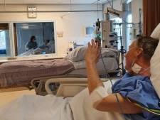 Patiënt zwaait naar echtgenote, beiden verlaten binnenkort de corona-IC: 'Hoopgevend beeld'