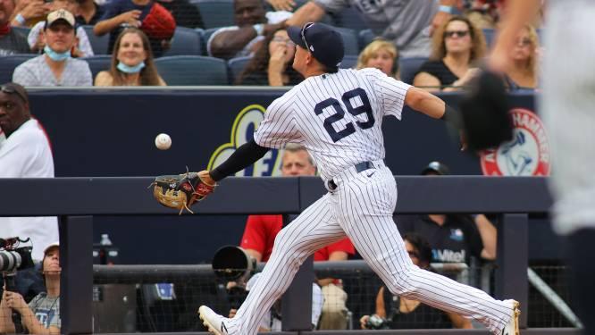 Denk om het afstapje! Honkballer Yankees maakt doodsmak na vangbal