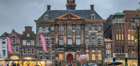 Studenten moeten gaan zeuren op het Stadhuis, zo lijkt het alsof ze weer op school zijn