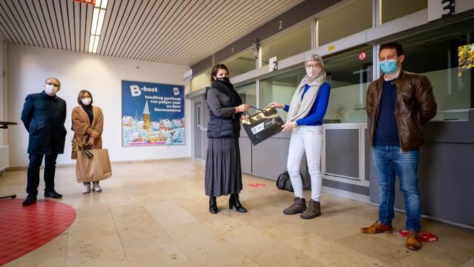 """Bornem maakt van oude postkantoor eigen pakjespunt: """"Willen lokale handelaars steunen en het inwoners makkelijker maken"""""""