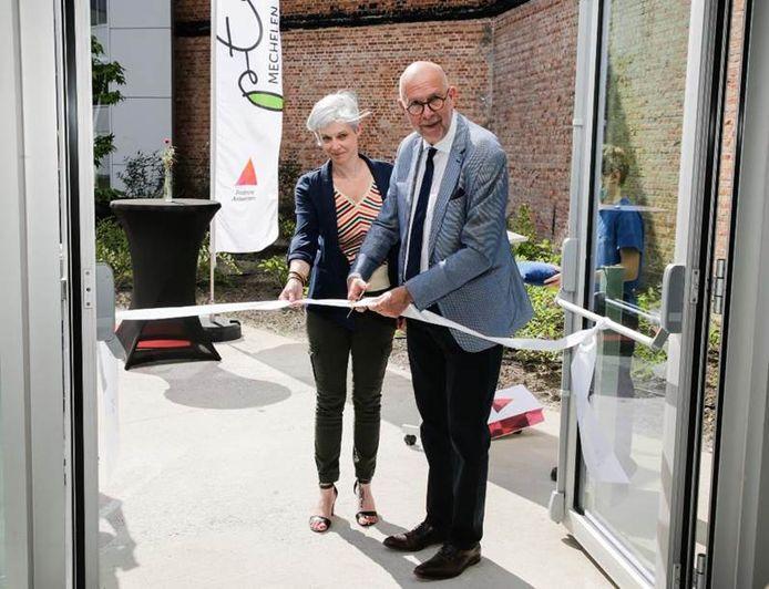Directeur Kim Vervenne en gedeputeerde Luk Lemmens openden plechtig het nieuwe STEM-gebouw van PTS Mechelen.