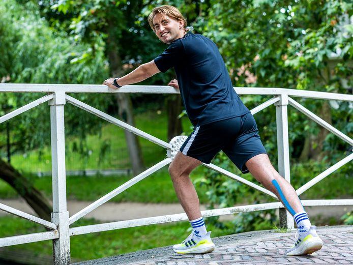 Jim Lasseur loopt in september de marathon van Berlijn om geld in te zamelen voor bestrijding van rabiës. Zijn vader overleed aan de gevolgen van deze ziekte.