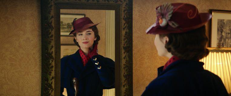 Mary Poppins (Emily Blunt) is terug bij de familie Banks in Mary Poppins Returns. Beeld Disney