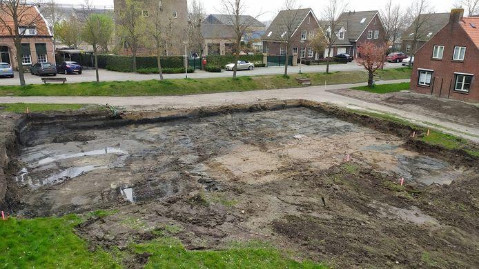 Dinsdag is een begin gemaakt met de aanleg van het appartementencomplex Re-Bus aan de Brugstraat in Stampersgat.