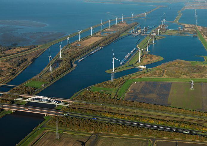 Aansluitend op het huidig windmolenpark Kreekraksluis komt er op het grondgebied van de gemeenten Reimerswaal en Woensdrecht een nieuw windpark ZE-BRA, met 14 molens op Zeeuwse en 5 op Woensdrechtse bodem.